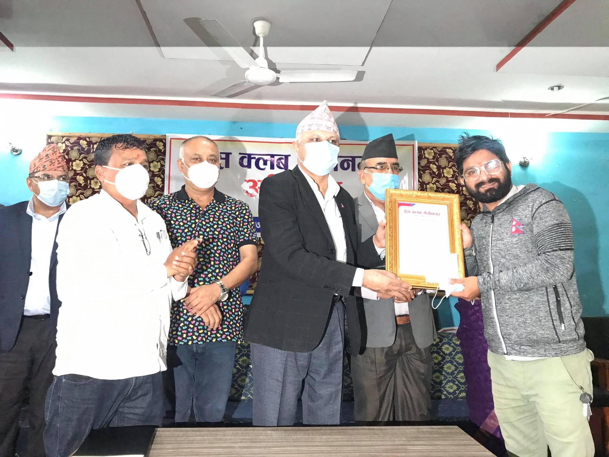 प्रेस क्लव मेचीनगरद्वारा दुई जना पत्रकार सम्मानित