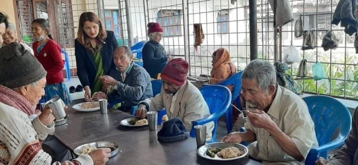 वीरता लेडी जसीजद्धारा स्थापना दिवसमा वृद्धाश्रममा सहयोग